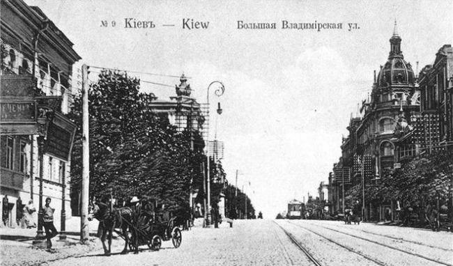1900-e-gody-Bolshaya-Vladimirskaya-ulica-nepodalyoku-ot-Zolotykh-vorot-650x382