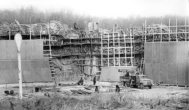 Роботи по демонтажу «тимчасової огорожі» та підготовка рельєфів до знищення