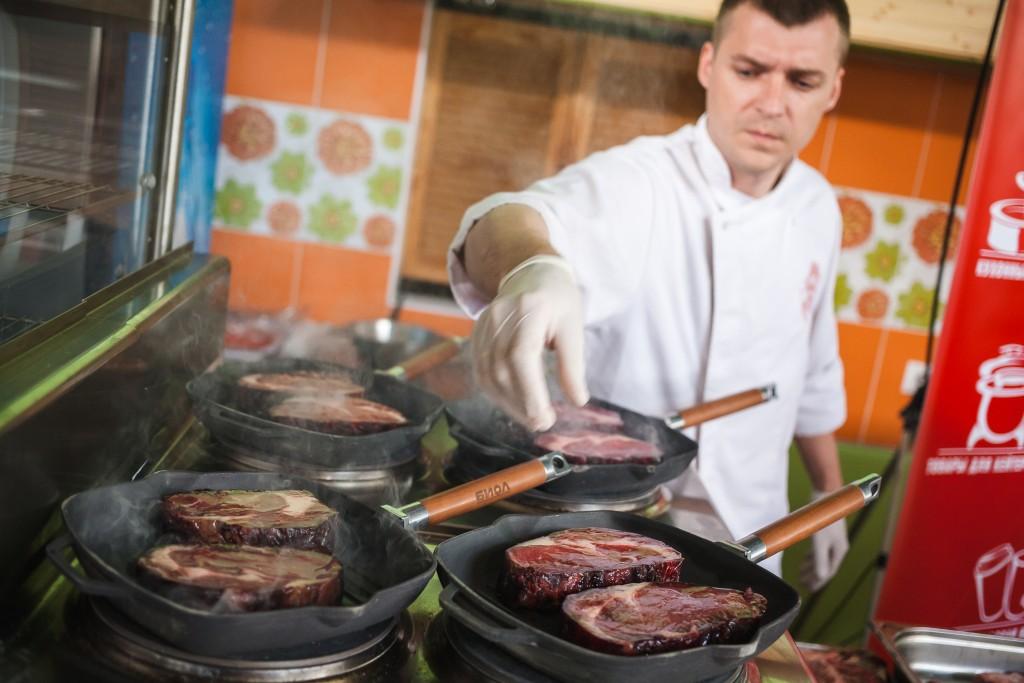Украинская мраморная говядина. 14 дней сухая выдержка. Снимаем пробу.
