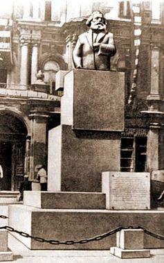 300px-Karl_Marx_monument_Kyiv