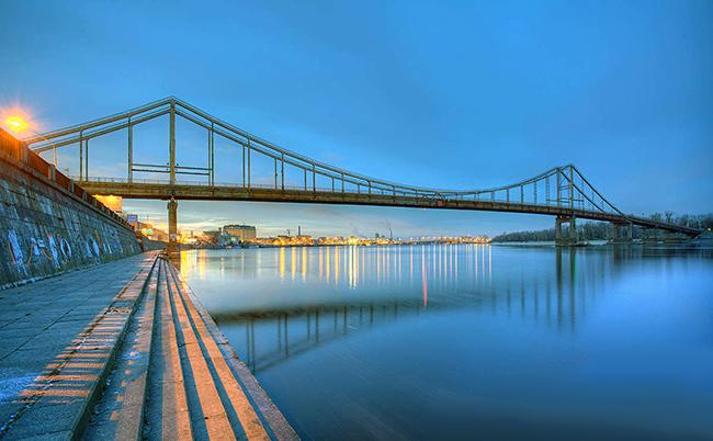 peshexodnyj-most-most-nad-dneprom-most-na-truxanov-ostrov-most-kiev-most-dlya-progulok-kontraktovaya-5620a71c5d77f