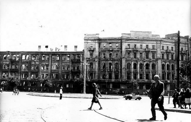 1940-е-годы-Площадь-Льва-Толстого-после-войны-e1349207665999