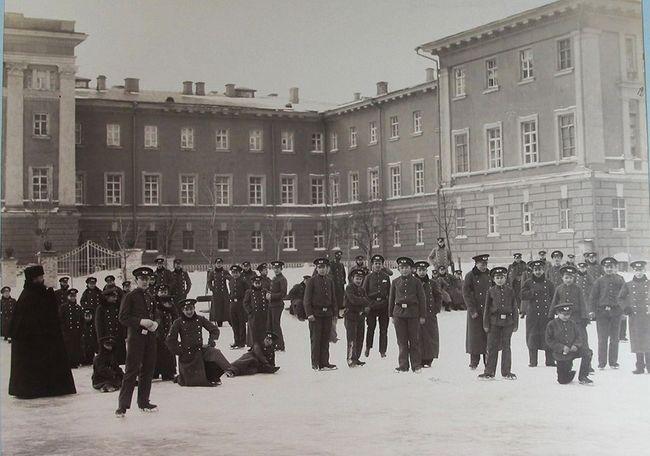 Місце в місті:  Олександрівська гімназія
